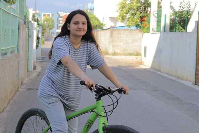 Vajza me biciklete